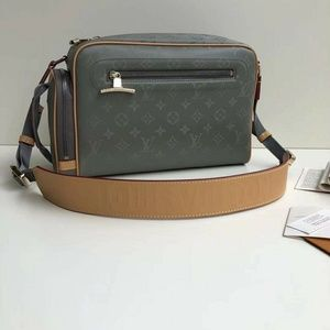 Louis Vuitton male shoulder bags